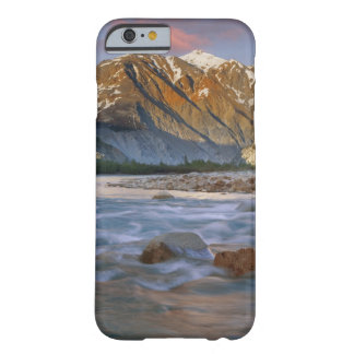 Canadá, Columbia Británica, Alsek River Valley. Funda Barely There iPhone 6
