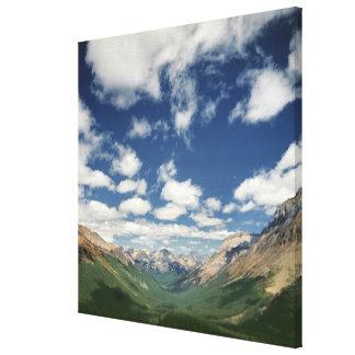 Canadá, Columbia Británica, Yoho NP. Nubes hinchad Lona Envuelta Para Galerías