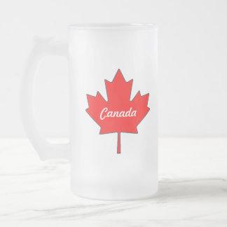 Canadá con la taza del vidrio esmerilado de la hoj