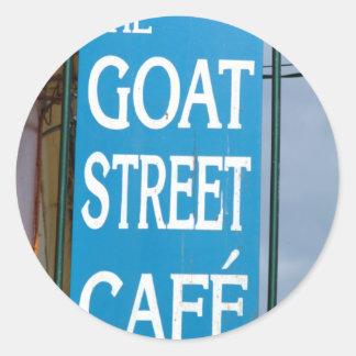 Cañada del café de la calle de la cabra pegatina redonda