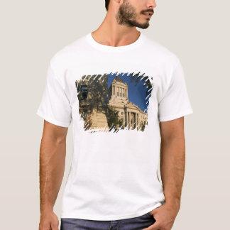Canada, Manitoba, Winnipeg: Manitoba Legislative T-Shirt