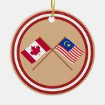 Canadá y banderas cruzadas Malasia Ornamentos De Navidad