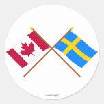 Canadá y banderas cruzadas Suecia Pegatina Redonda