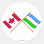 Canadá y banderas cruzadas Uzbekistán Pegatina Redonda