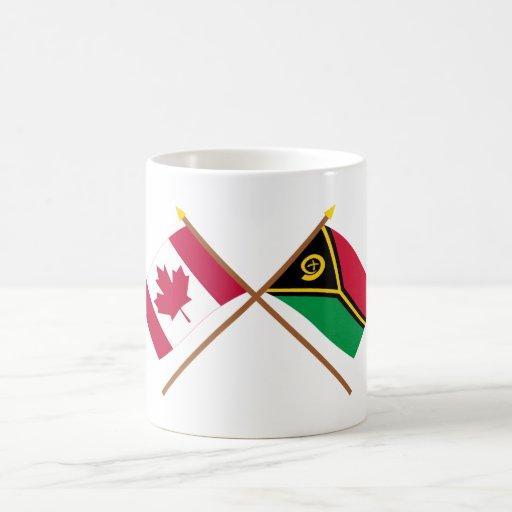Canadá y banderas cruzadas Vanuatu Taza Básica Blanca