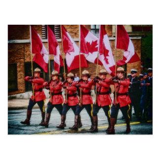 Canadienses en desfile por el mac de Shawna Postales