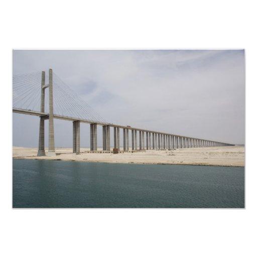 Canal de Egipto, Suez. Puente de la paz de la paz  Fotografía