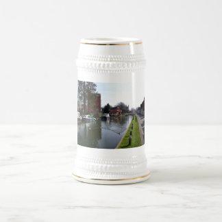 Canal de Kennet y de Avon en Newbury Jarra De Cerveza