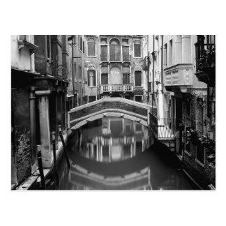 Canal de Venecia blanco y negro Postal