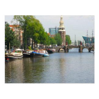 Canal en Amsterdam central Tarjetas Postales