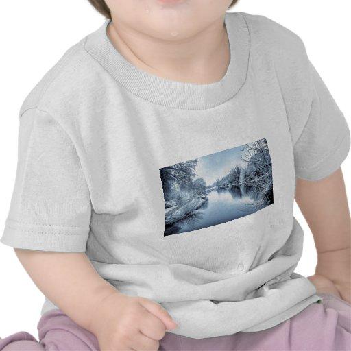 Canal en invierno camisetas