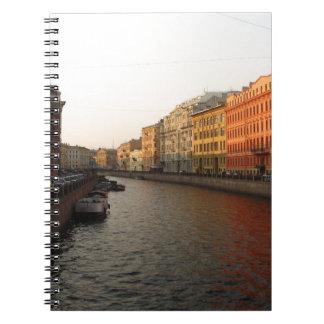 Canal en St Petersburg, Rusia Cuaderno