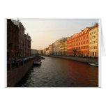 Canal en St Petersburg, Rusia Tarjetón