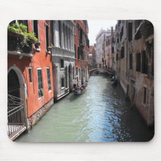 Canal en Venecia en Italia Tapetes De Raton