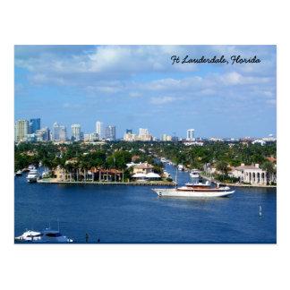 Canal intracostero y horizonte del pie Lauderdale Tarjeta Postal