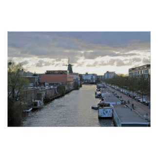 Canal y molino de viento de Amsterdam con el sol Póster
