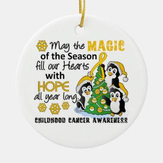 Cáncer de la niñez de los pingüinos del navidad adorno navideño redondo de cerámica