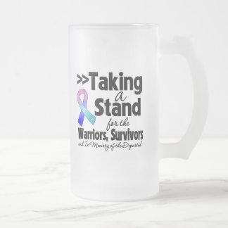Cáncer de tiroides que toma un tributo del soporte taza de café