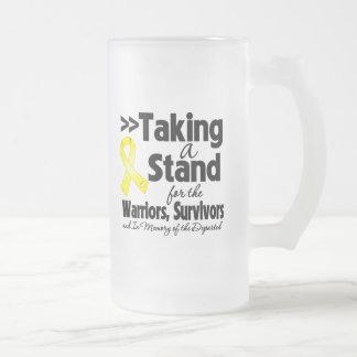 Cáncer testicular que toma un tributo del soporte taza de café