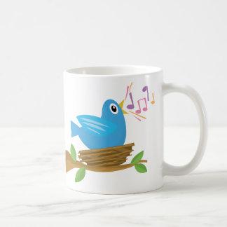 Canción del pájaro de la primavera taza básica blanca