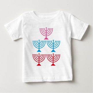 Candelabro judío de la chispa de Menorah de los Playera De Bebé