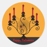 Candelabros del cráneo de Halloween y pegatinas de Pegatinas Redondas