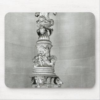 Candelabros diseñados por Piranesi sobre la base Tapete De Raton