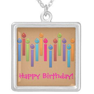 Candels coloridos del feliz cumpleaños del fiesta  colgante cuadrado