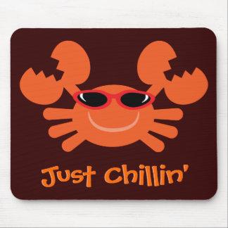 Cangrejo apenas Chillin con las gafas de sol Tapetes De Ratón