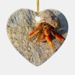Cangrejo de ermitaño adorno navideño de cerámica en forma de corazón
