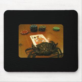 Cangrejo que juega el póker tapetes de raton