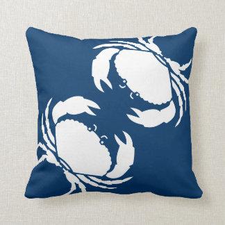 CANGREJOS BLANCOS en la almohada azul