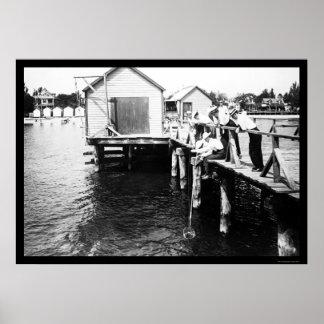 Cangrejos de cogida en la playa colonial, VA 1914 Póster