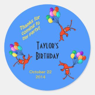 Cangrejos lindos con el cumpleaños del niño de los pegatina redonda