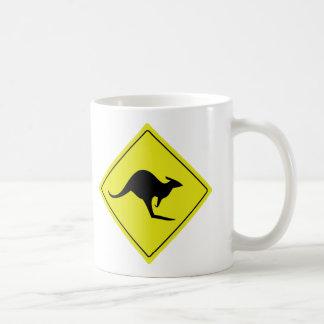 canguro australiano Australia del roadsign Tazas