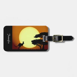 Canguro en la puesta del sol etiquetas para maletas