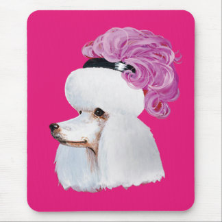 Caniche blanco en un gorra de la pluma mousepad