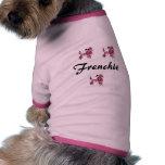 Caniche del francés del rosa y del negro camisetas de mascota