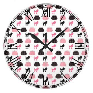 Caniche francés rosado femenino relojes de pared