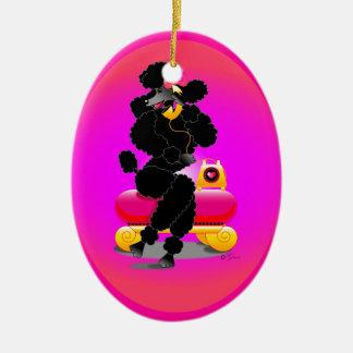 Caniche negro en el ornamento retro del teléfono ornamente de reyes