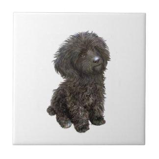 Caniche - perrito negro del juguete tejas