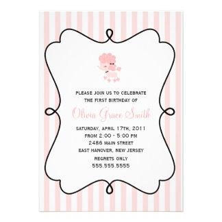 Caniche rosado en el cumpleaños de París