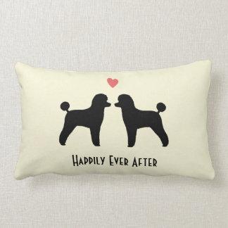Caniches de juguete negros - perros del boda con e almohada