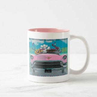 Caniches en taza retra rosada de la taza de la imp
