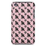 Caniches retros en fondo rosado iPod touch Case-Mate cárcasa