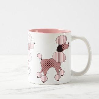 Caniches rosados en la taza del desfile