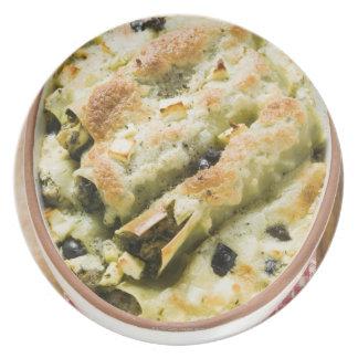 Cannelloni con el relleno del queso de la espinaca platos para fiestas
