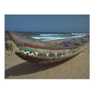 Canoa de la pesca en la playa de Keta, Ghana Tarjeta Postal