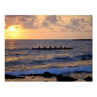 Canoa de soporte en la puesta del sol, Hawaii, pos Tarjeta Postal