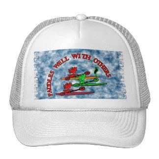 Canoa del kajak - paletas bien con otras gorras